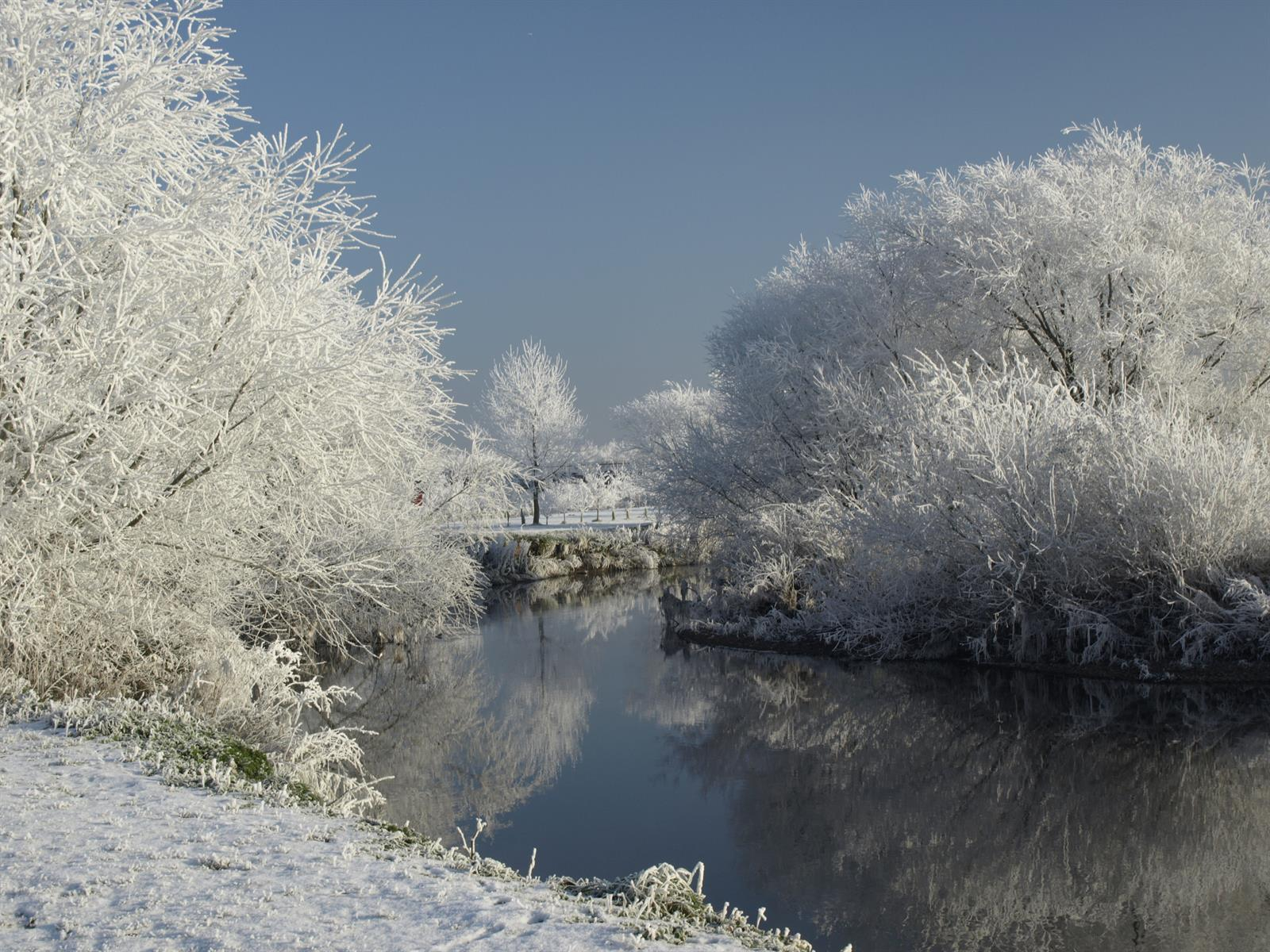 Frosty image of the River Tame